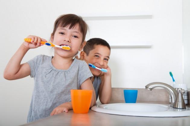 Trẻ em bị chảy máu chân răng cha mẹ nên điều trị cho bé thế nào? 1
