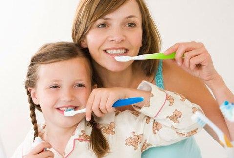 Bé bị sưng nướu răng - Nguyên nhân và cách điều trị TRONG 3 NGÀY 1
