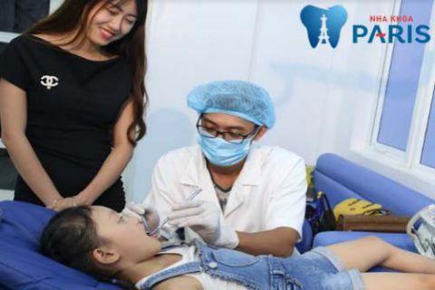 Trẻ bị hôi miệng do bệnh lý cần phải thăm khám và điều trị