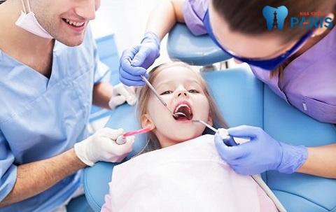 Giải đáp từ chuyên gia: Có nên lấy cao răng cho trẻ?