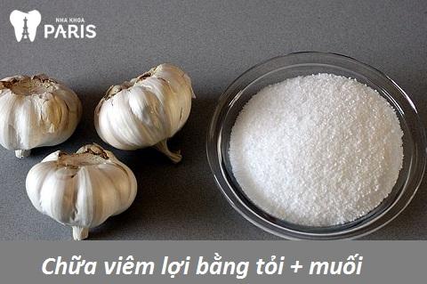 Ngậm tỏi và muối để làm giảm cơn đau do viêm lợi