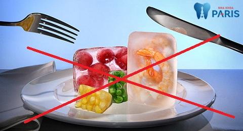 Người bị viêm lợi không nên sử dụng đồ ăn, đồ uống quá nóng hoặc quá lạnh